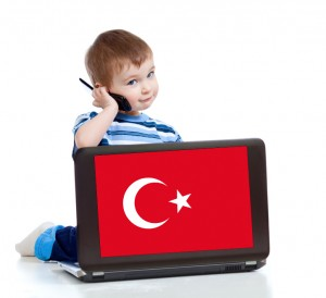 Kind telefoniert kostenlos in die türkei